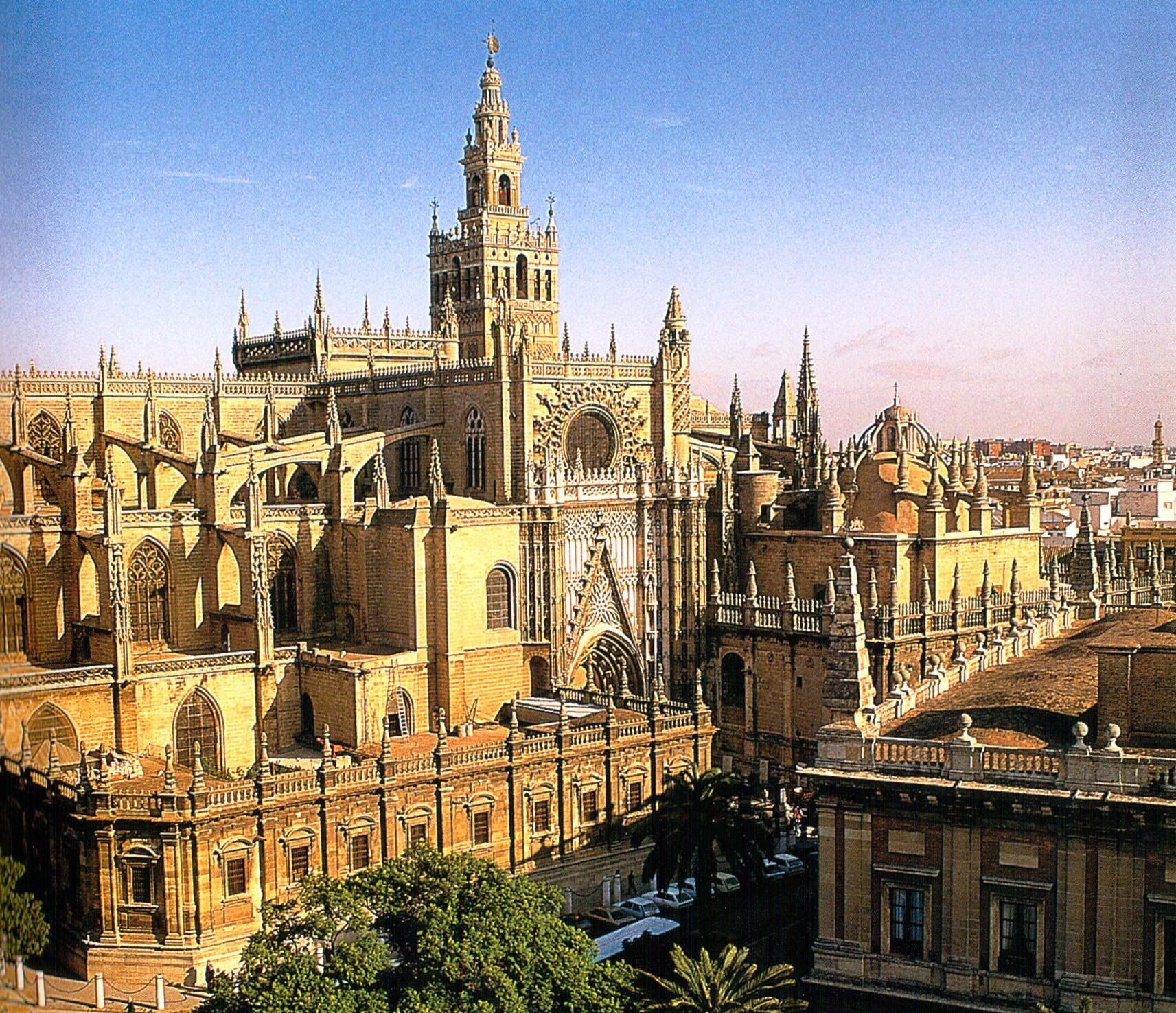 Twelve treasures of spain seville cathedral have bag for Exterior catedral de sevilla
