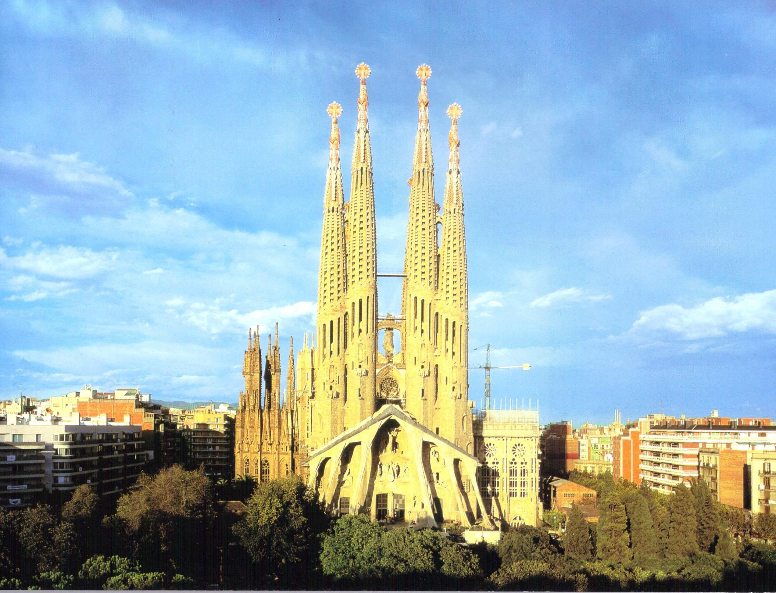 Twelve treasures of spain la sagrada familia barcelona for La sagrada familia en barcelona