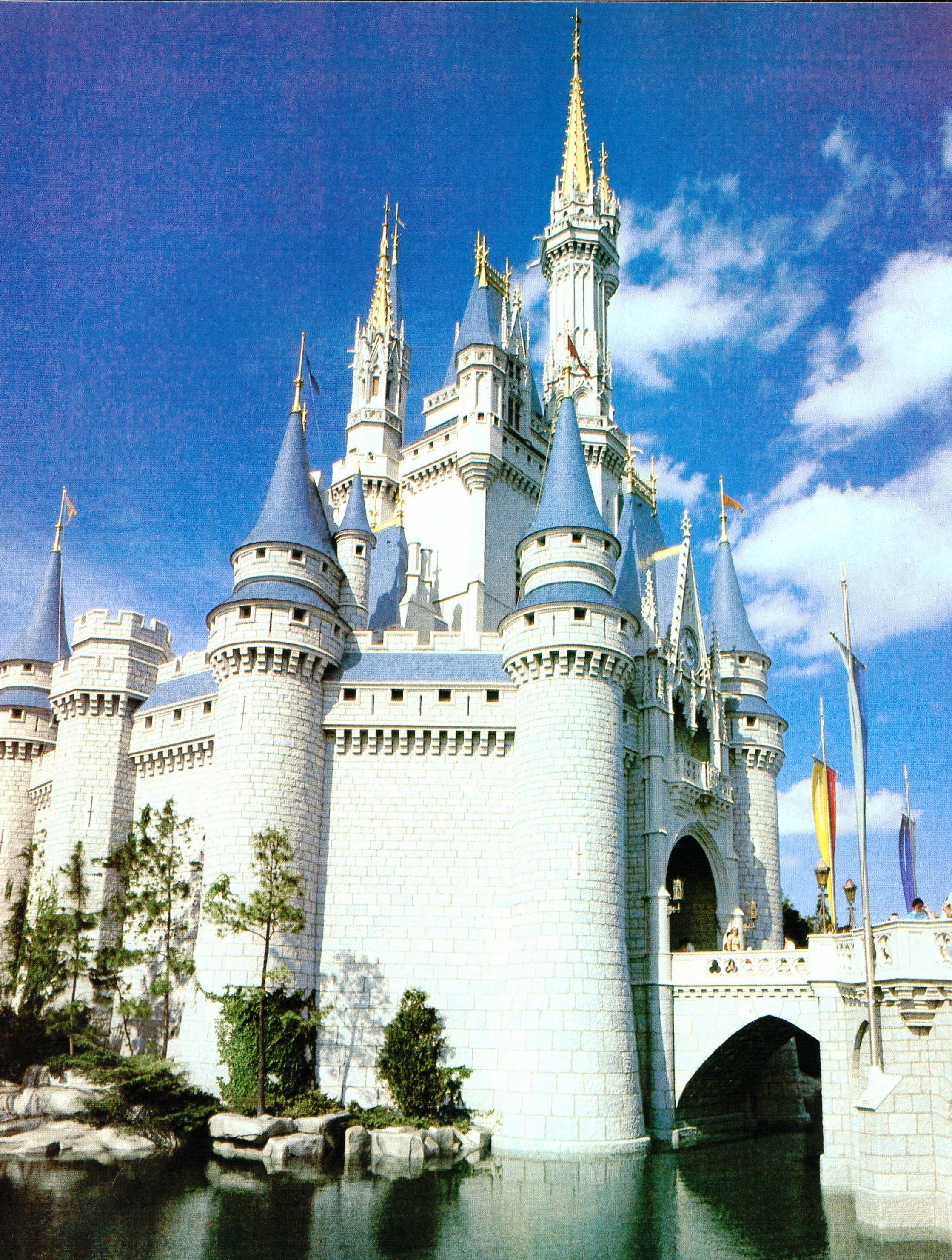 cinderella s castle at disney world At a height of almost 180 feet tall, cinderella's castle at walt disney world in florida is almost twice the height of the sleeping beauty castle at.