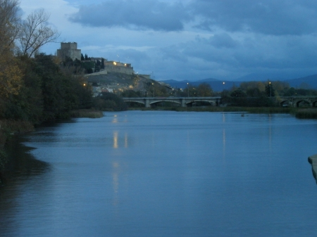 Ciudad Rodrigo river and bridge at night