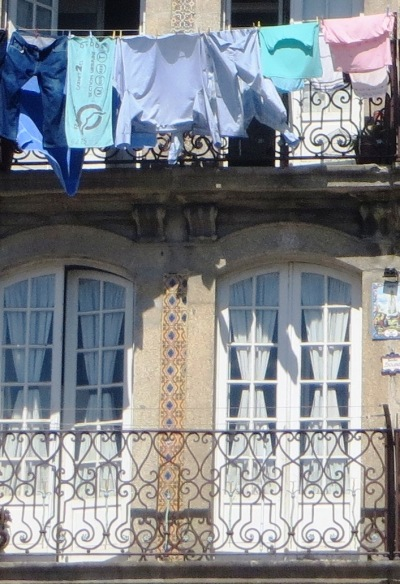 Porto Washing on Balcony
