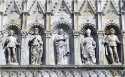 Como Cathedral Statues