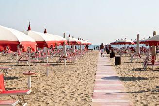 Rimini_Beach_1_(2008)