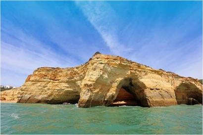 Benagil-beach-and-Benagil-caves-as-seen-from-a-boat
